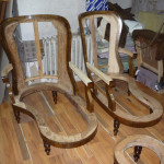 Fotele po ściągnięciu starej tapicerki